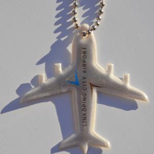 Przykładowa realizacja miękkiej zawieszki odblaskowej w kształcie samolotu