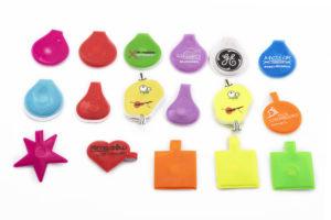 gadżety odblaskowe, różne kształty i kolory
